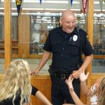Officer Don VanDeusen meets with students in the cafeteria